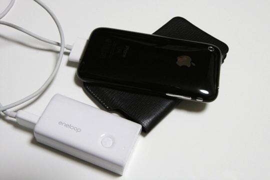 eneloop(エネループ)出力付リチウムイオンバッテリーKBC-L3&iPhone(アイフォン)3G