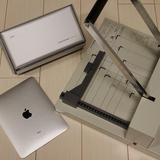 PFU(富士通)ドキュメントスキャナーScanSnap S1500 & Apple(アップル)iPad(初代) & PLUS裁断機PK-513L