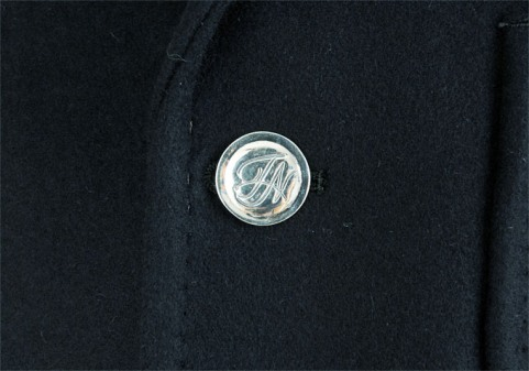 tabloid news(タブロイド・ニュース)/カシミアメルトン3Bジャケットのボタン
