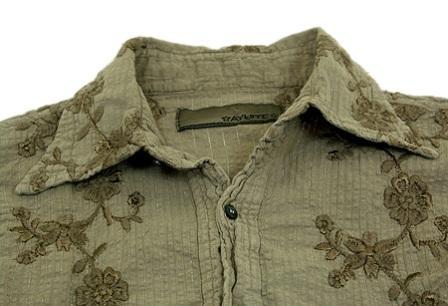 AYUITE(アユイテ)のフラワー刺繍シャツ/アップ